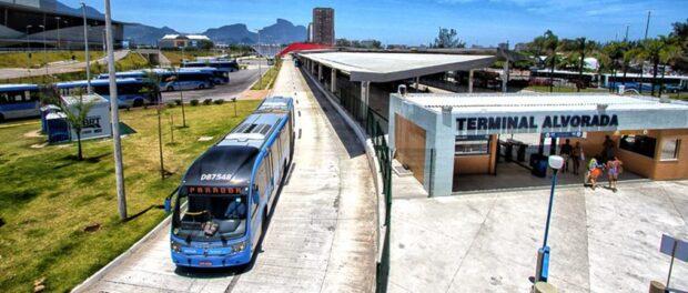 Transcarioca BRT at Alvorada Station. Photo by Blog do Planalto, 11/20/2013.