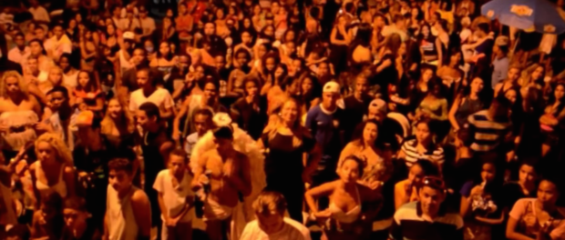 Funk performance audience from MC Calazans video