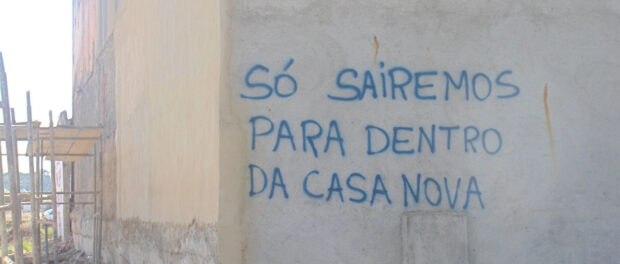 """""""We'll only leave when we're in our new homes"""" Graffiti in Vila Autódromo"""