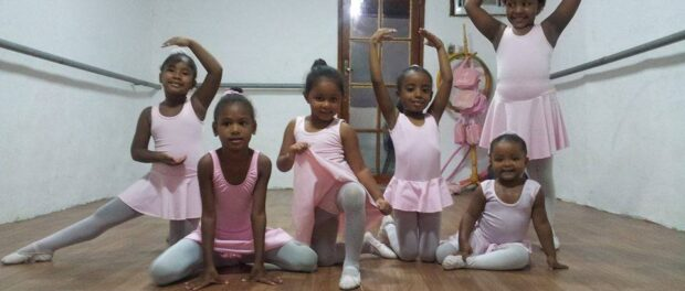 CDD Acontece promotes positive community initiatives, such as the local ballet school providing classes for adults and children. Photo from CDD Acontece Facebook page
