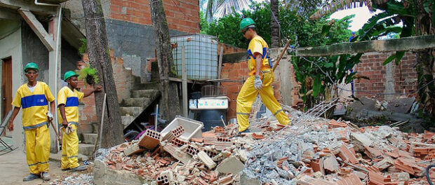 Housing demolitions resumed March 26, 2014, the day after the court injunction was overturned (3/25). So far, all demolitions were families who opted for financial compensation or Parque Carioca resettlement housing.