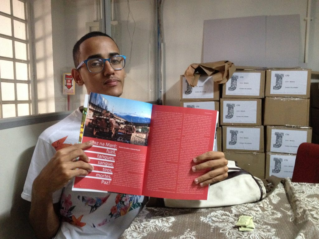 Gabriel with article on Maré occupation