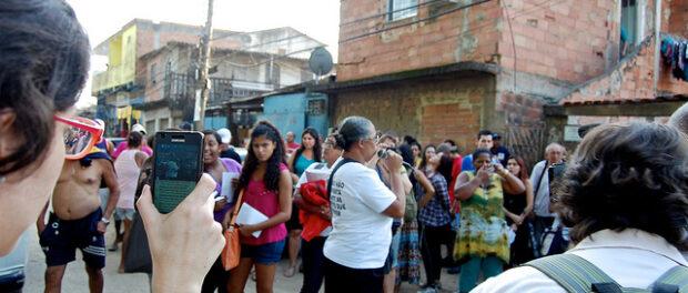 Protest against evictions begins in Vila Autódromo, July 20, 2013