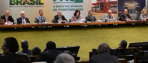 Government ministers announce the PAC 2 budget report in 2013. Photo by Antonio Cruz / Agência Brasil