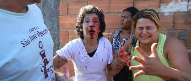 Maria da Penha is injured during attempted eviction. Photo by Katia Carvalho