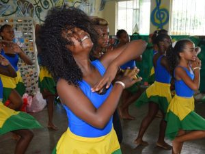 Dance class at Semente do Amanhã