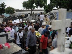 Funeral of youth killed by police in Costa Bastos favela last November. Photo by Fernando Frazão/Agência Brasil