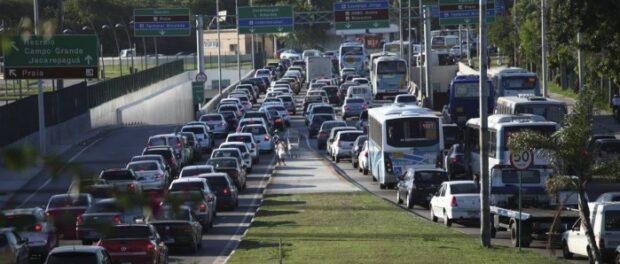 Heavy traffic in Barra da Tijuca. Photo by Angelo Antônio Duarte / Agência O Globo
