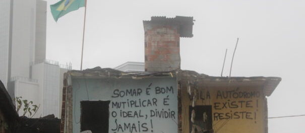 Residents express their indignation and hopes on the walls that are still standing among the rubble in Vila Autódromo. Photo by Miriane Peregrino.