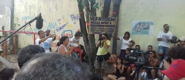 On February 27 2016, Vila Autódromo residents presented their Popular Plan for the upgrading of their community, but the Rio city government went ahead with its own plan, without the community's participation. The Popular Plan won an international urbanism prize, Urban Age Award, in 2013. Photo by Miriane Peregrino.