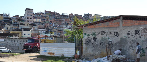View of the Morro do Timbau, one of the Complexo da Maré's 16 communities where Maré Vive was created