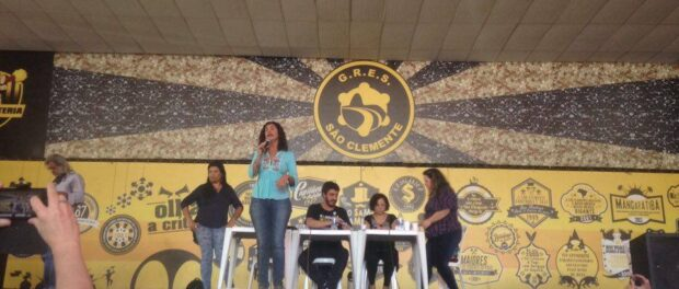 Dorotéa Frota Santana, coordinator of Rio de Janeiro's teachers' union, speaks at an assembly on 6/29/2016.