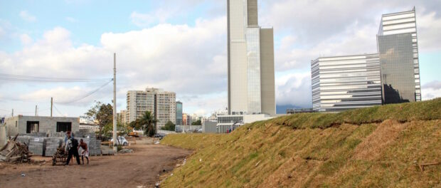 Construction of hotels and other buildings as part of the Olympics complex next to Vila Autódromo.