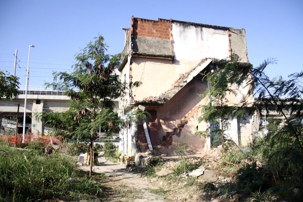 Vanderson's home still stands, near the train tracks, in Beira Rio, Manguinhos.