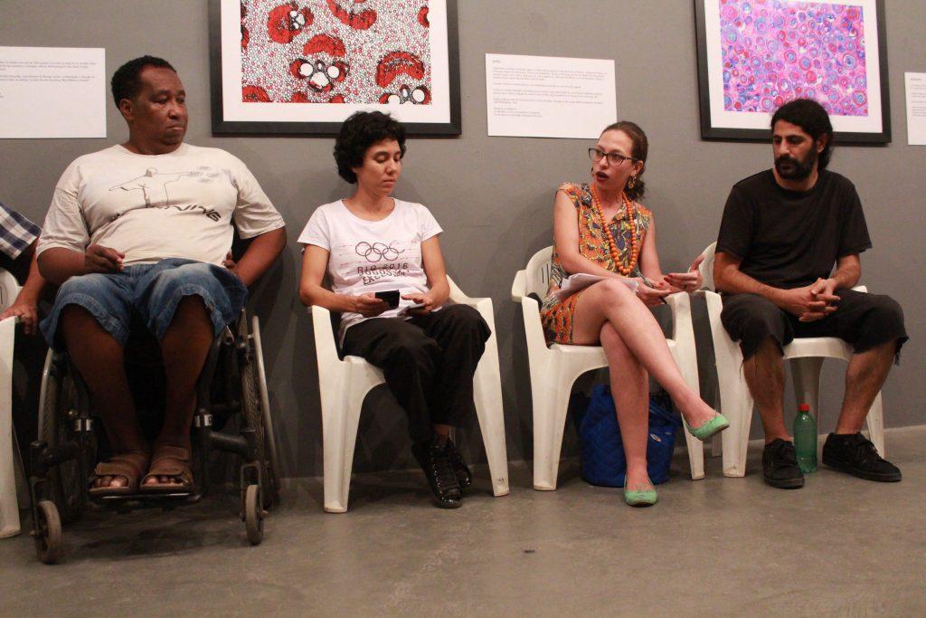 Bira Carvalho, Gisele Tanaka, Lídia Felix Silva and Hasan Zarif debate how increased security operations in Maré affect residents' lives. Photo by Sophia Élan