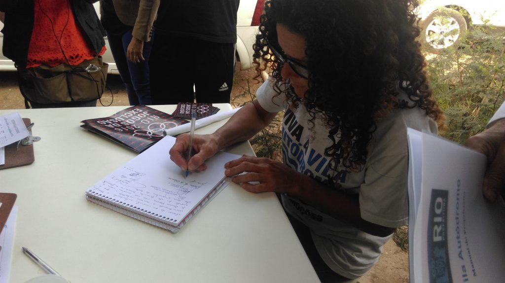 Sandra Maria signs the agreement to take delivery of her new home