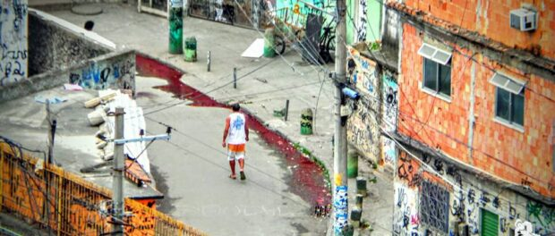 Blood running in Bandeira 2. Photo by Carlos Coutinho