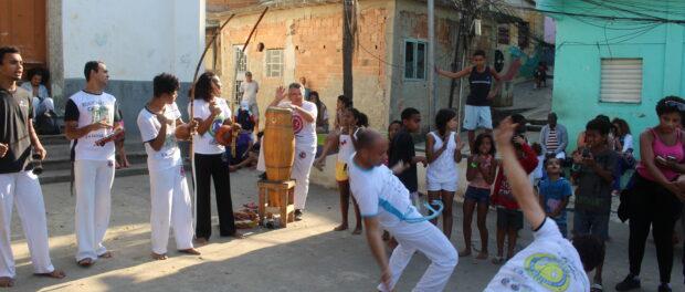 Capoeira circle perform in the square. Photo by Miriane Peregrino
