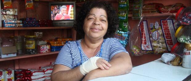 Vera Lúcia in her bar in Providência. Photo by Miriane Peregrino