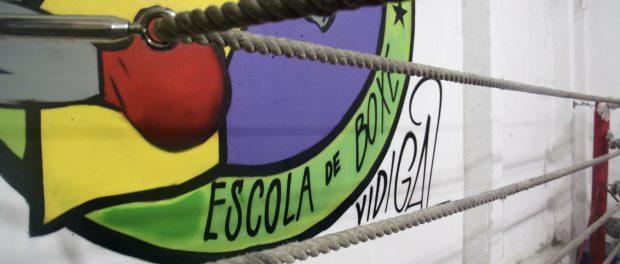 The wall next to the boxing ring at Todos na Luta.
