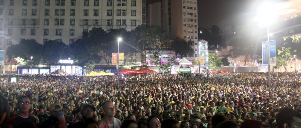 The crowd at the Olympic Boulevard