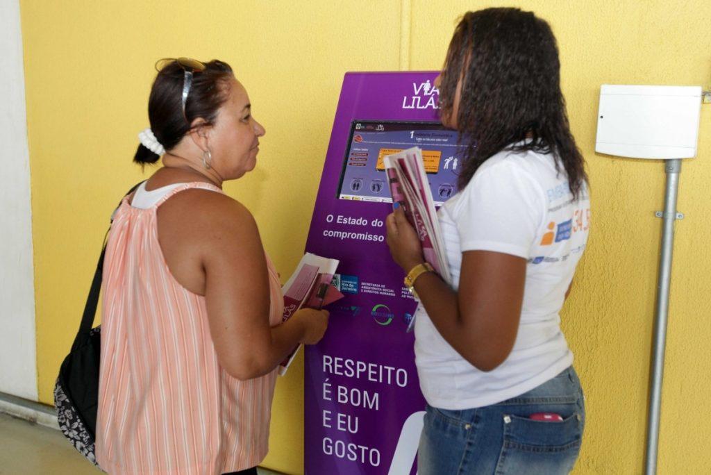 Woman using Vila Lilás machine.