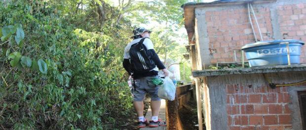 Vidigal Trails guide Russo Morais brings trash down from Dois Irmãos (Photo from Vidigal Trilhas / Morro Dois Irmãos RJ facebook page)