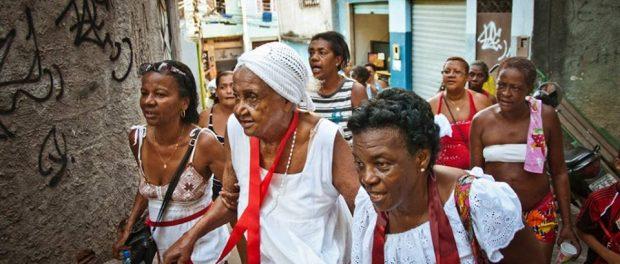 Tia Dorinha in procession to São Sebastião
