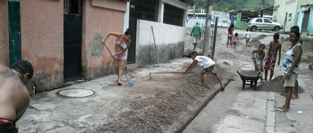 Residents of Vila Kennedy hold a mutirão to clean up after heavy rains