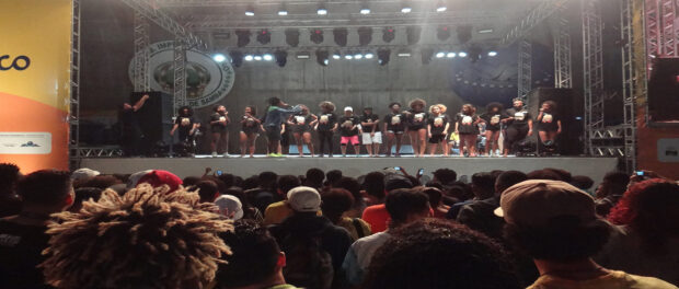 Finalists in female cateogry of Batalho Passinho Ouro line up on stage in Parque de Madureira. Photo by Thiago de Paula