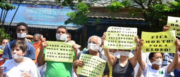 Horto protesters with masks