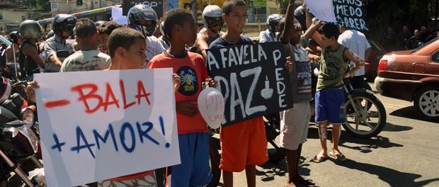 April 4 protest in Alemão after Eduardo de Jesus was killed by police.