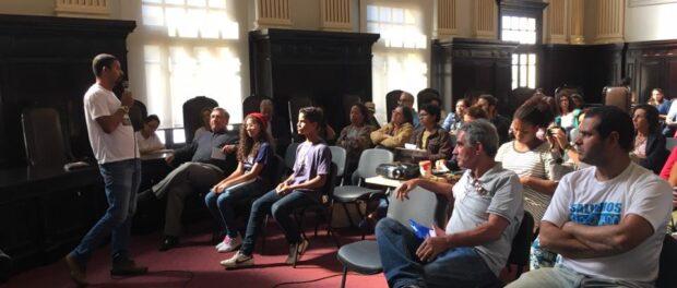 Presenting community solutions. Photo by Semana Lixo Zero
