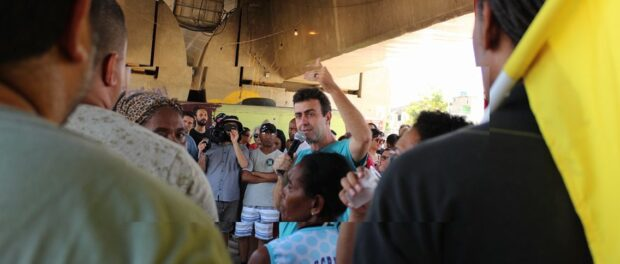 Freixo during a recent meeting in Manguinhos. Photo by ANF http://bit.ly/2fiU3hE