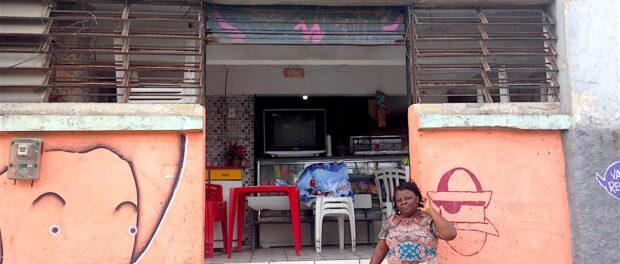 The Tia Pretinha convenience and snack bar