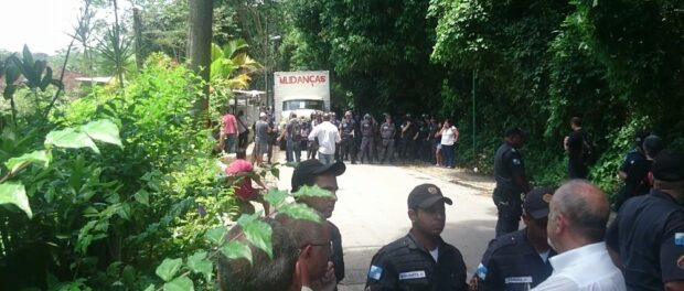 Military police block access to Horto