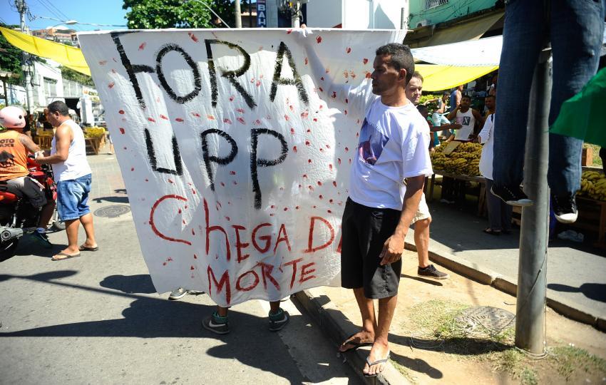 Protest in Alemão (Tomaz Silva/Agência Brasil)