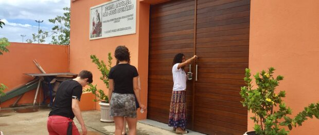 Sandra opens the São José Operário Catholic Church to receive visitors. The Church trusts residents to manage and make use of the facilities for community activities.