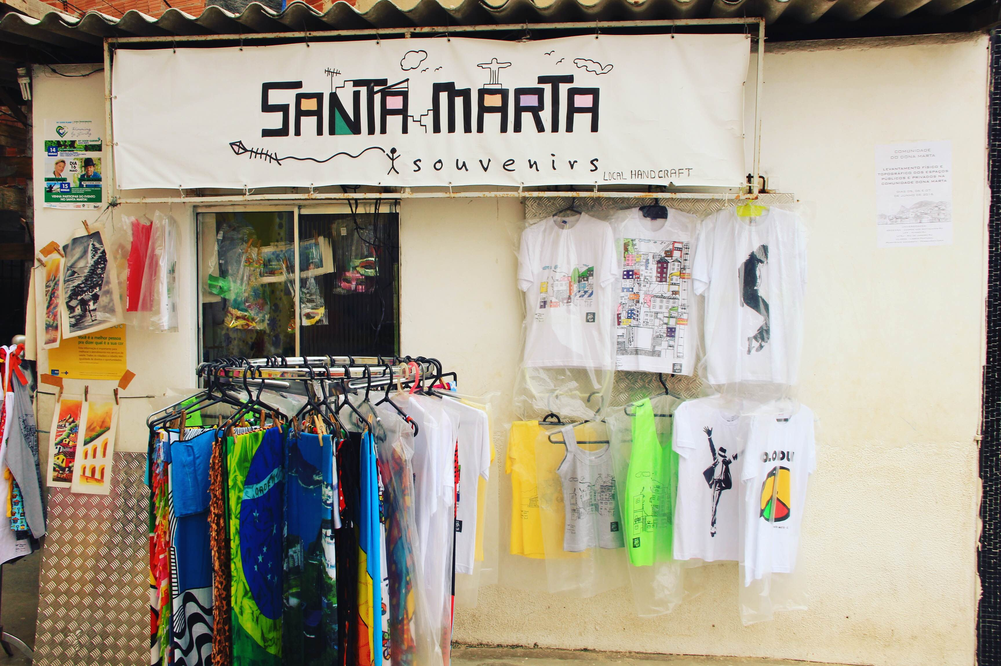 Souvenir shop in Santa Marta (Photo by Phie van Rompu)