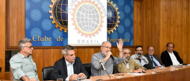 Round table discussion. From left to right: Nilo Ovídio Passos, Dr. Julianelli, Luiz Paulo da Rocha, Sebastião Soares, José Stelberto Soares, Paulo Ramos, and Sérgio Ricardo Verde. Photo by Fernando Alvim