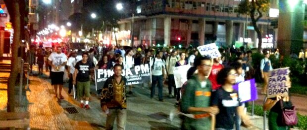 Protest marching through city center. Photo by Maurício Campos Dos Santos.