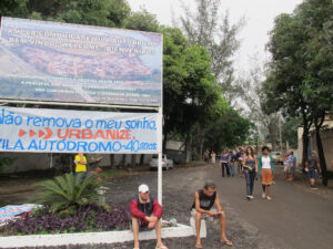 Sign and banner at the entrance to Vila Autódromo on October 16, 2011