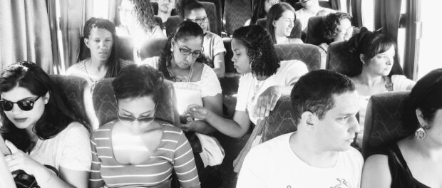 Leaders from eight of the vanguard sustainability projects across Rio de Janeiro's favelas on the bus on their way to Onda Verde for the first exchange.