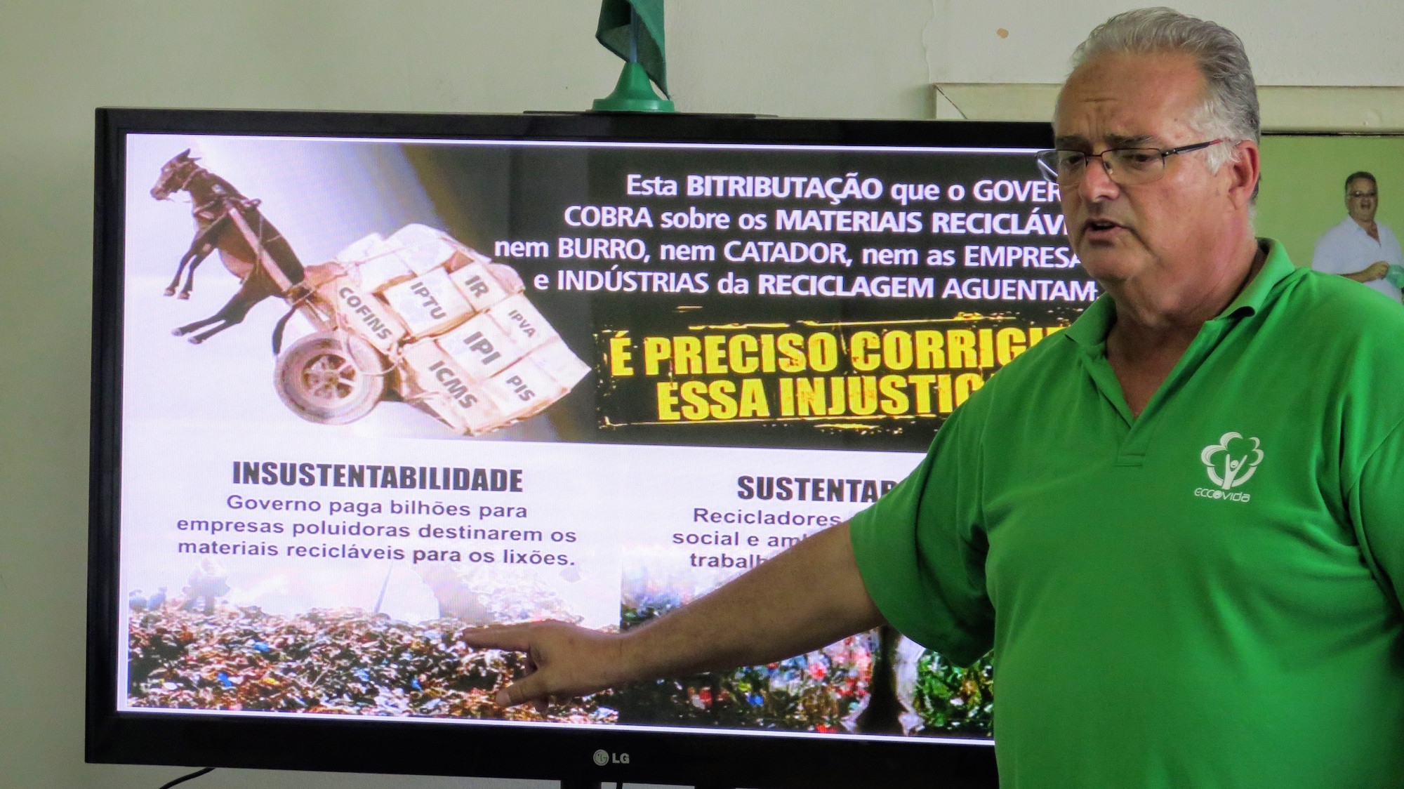 Edson describes the inefficient system that produces so much waste of recyclable material in Rio