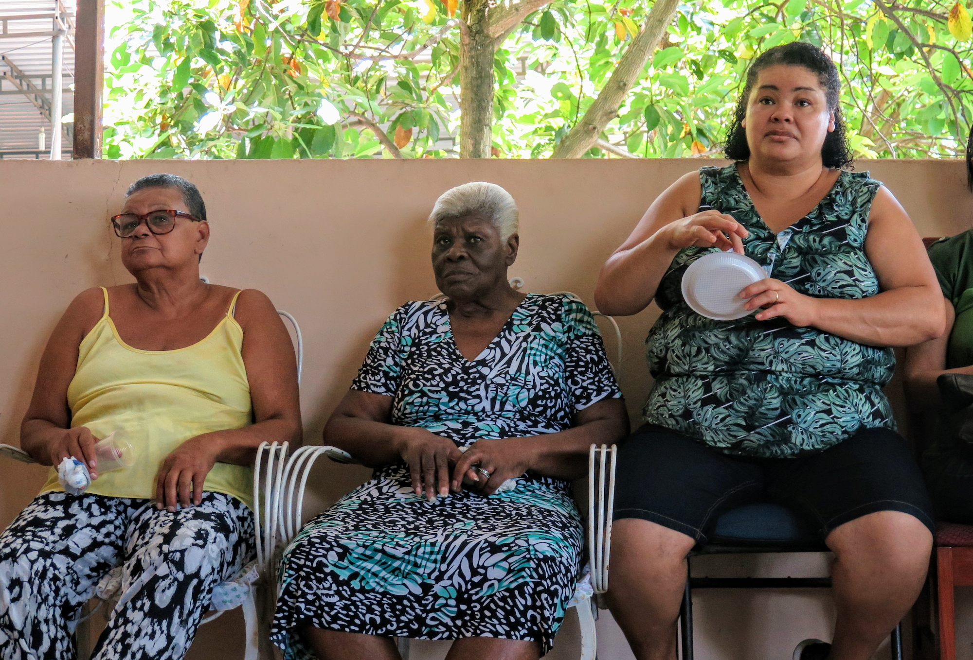 Lifelong residents of Trapicheiros at a community meeting