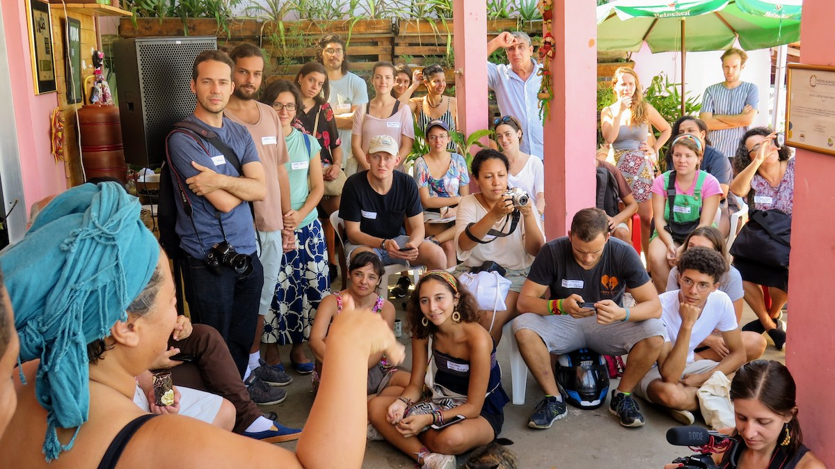 Regina speaks to SFN members and visitors about her inspiring trajectory and zero waste work in Babilônia.