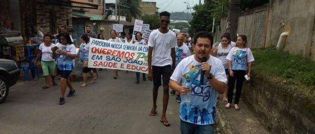 Douglas in a protest in São João de Meriti.