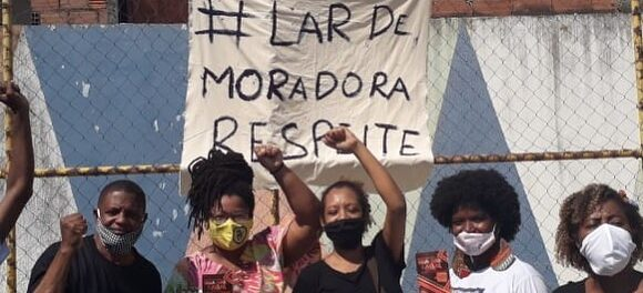 #LarDeMoradoraRespeite, in English, #HomeOfAFemaleResidentRespect. Photo by Marcos Rodrigo.