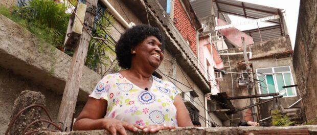 Mayoral candidate Benedita da Silva in a favela. Photo by: Wagner Silva.