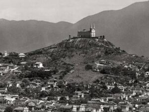 Church of Our Lady of Penha_ the beginning of a Quilombo that, later, would become Vila Cruzeiro. Photo by VejaRio.
